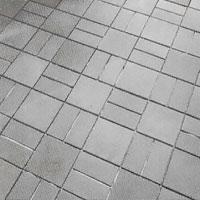 När golvet är lagt måste fästmassan torka innan du kan gå på klinkerplattorna