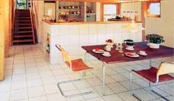 Klinkergolv kombinerat med furu i kök