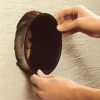 Kontrollera att inmurningsstosen passar i hålet