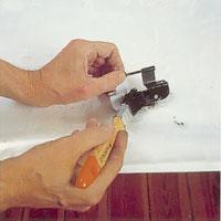 Täckmåla metallbeslagen med alkydfärg