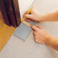 Gör en markering för uttaget på klinkerplattans ovansida.