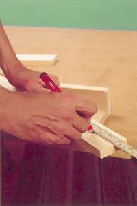 Mät spjälorna och markera med penna