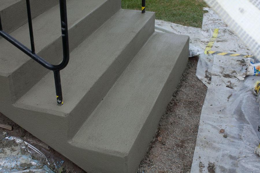Reparerad och putsad betongtrappa