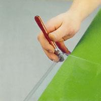 restbitar längs skurna kanter bryts enklast bort med hacken i skäraren