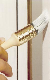Rund pensel är bäst vid målning av kanter och spröjsar