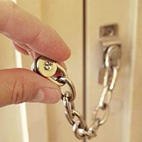 Säkerhetskedjan är det vanligaste dörrskyddet