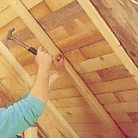 Säkra ventilationsspalten mellan isolering och yttertak