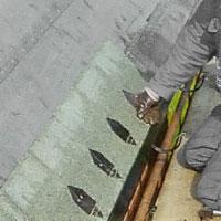 Lägg shingelplattan mot klisterbädden