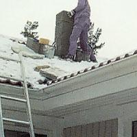 Skorstenen måste nå 1 meter över taknocken.