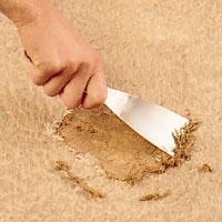 Skrapa bort alla matt och lim rester.