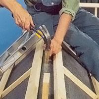 Skråspika klossarna i varje takstol