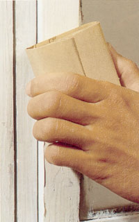 Slipa lagningarna med slippapper