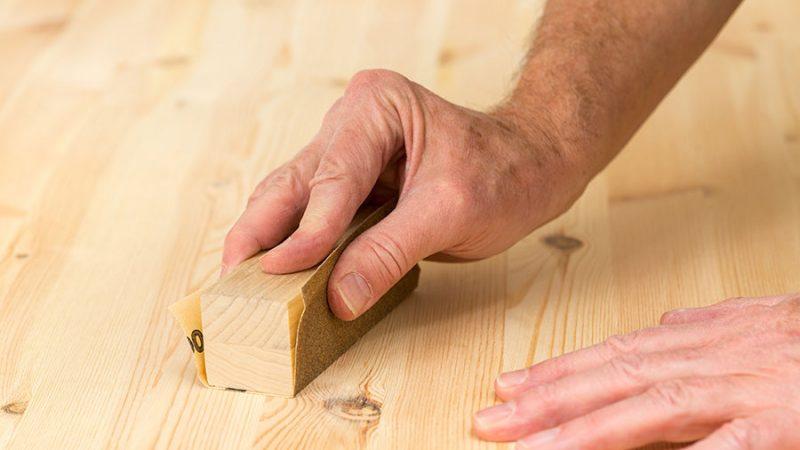 Lär dig slipa med slippapper på trä