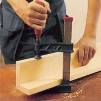 Låt fogningen sitta i spänn med hjälp av skruvtving under limmets torktid.