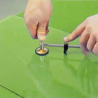 Till cirklar kan man antingen använda en mall att skära efter eller ett specialverktyg