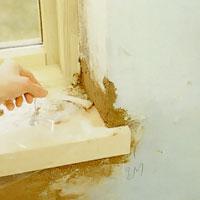 Ta bort plast och maskeringstejp innan bruket torkat