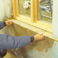 När du tagit bort den gamla fönsterbänken med bräckjärn mäter du för den nya.