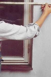 .Ta fönstrets mått och bestäm därefter efter luckornas höjd och bredd.