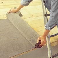 Består underlagstaket av träpanel ska du på denna lägga ut underlagspapp