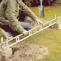 Använd ett vattenpass och kontrollera noga
