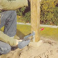 Borra hål i båda sidorna av stolpen