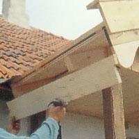 bräda längs takfoten som fäste för hängrännorna