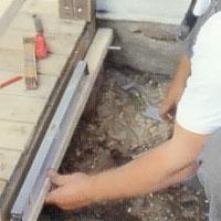 Fäst en panelbräda i underkanten