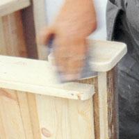 Förbered slutmålningen med att slipa ner alla vassa kanter.