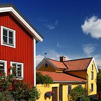 Väl kulörer som står i stark kontrast till omgivningen för att framhäva husets form