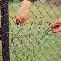 Nykomna Stängsel - Så här sätter du upp ett stängsel av nät | dinbyggare.se EV-19