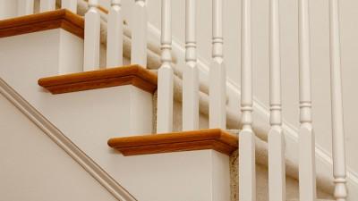 Bot mot knarrande trappa