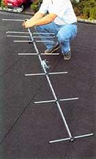 Kontrollera att antennen är korrekt monterad och fästena är åtdragna