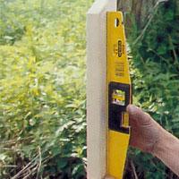 Kontrollera med vattenpasset på flera ställen och gör ev justeringar.