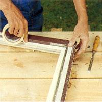 Tejpa med maskeringstejp innan du målar fönsterbågen
