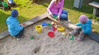 Bygg en egen sandlåda till barnens lekplats