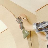 Slipa kanterna med en slipmaskin, använd annars slipkloss och papper.