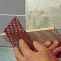 Slipa kanterna på brottytorna med kakelfil eller karborundum slip