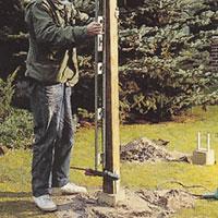 Var noga med att stolparna står lodrätt