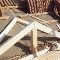 Placera sedan ut den takstol som ska ligga an mot taket