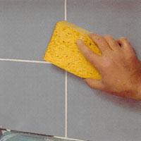 När fogar är halvtorra kan du torka kaklet rent