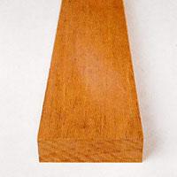 Äkta mahogny från Jamaica är en klassisk trätyp för inredningmaterial