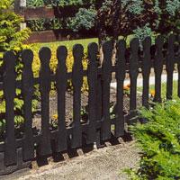 Om den omgivande miljön tillåter kan man låta snickarglädjen prägla staketet