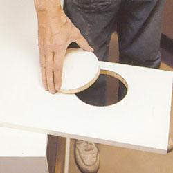 Snygga till kanter efter sticksågen med fil eller slippapper