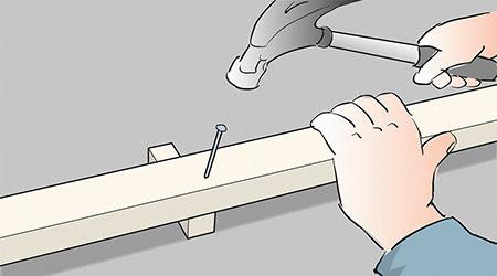 Det är lämpligt att du monterar den nedersta läkten på distansklossar