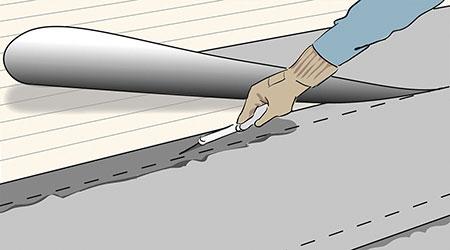 För att fogarna ska bli täta ska du klistra överlappningarna med asfaltklister och pressa samman dem