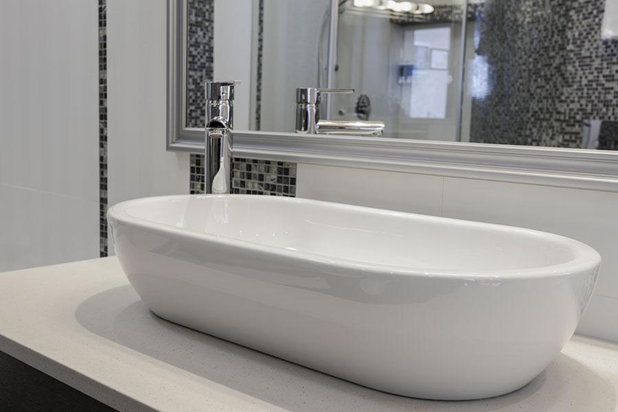 Ovalt ovanpåliggande tvättstall i porslin
