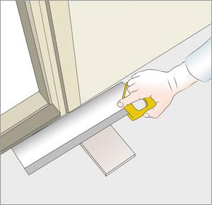 sågar av dörrfoder vid klinkerplatta