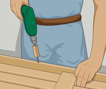 Förborra den stående framkantslisten på ca 250 mm avstånd