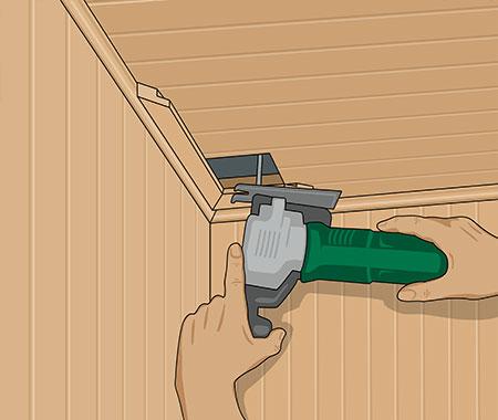 Gör ett urtag i taket under ventilationsröret med en sticksåg