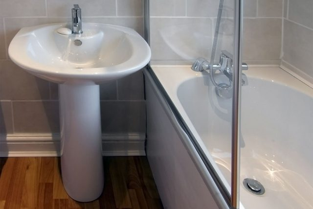 duschvagg-pa-badkar.jpg